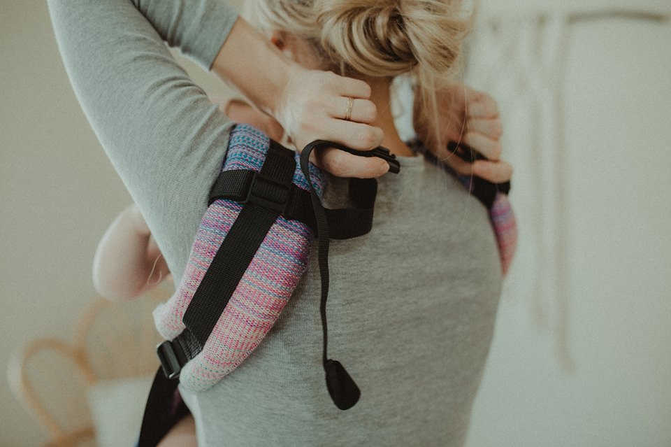 buckles on baby carriers
