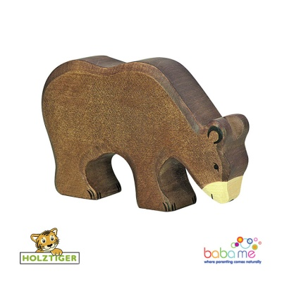 Holztiger brown bear feeding